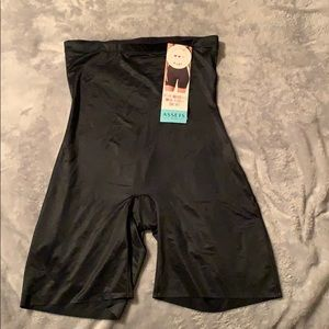 Assets by spanx high waisted- mid-thigh short